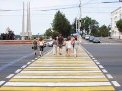 По просьбе пешеходов, переходы оборудуют шлагбаумами